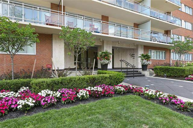 4740 Roanoke Parkway #801, Kansas City, MO 64112 (#2334005) :: Audra Heller and Associates