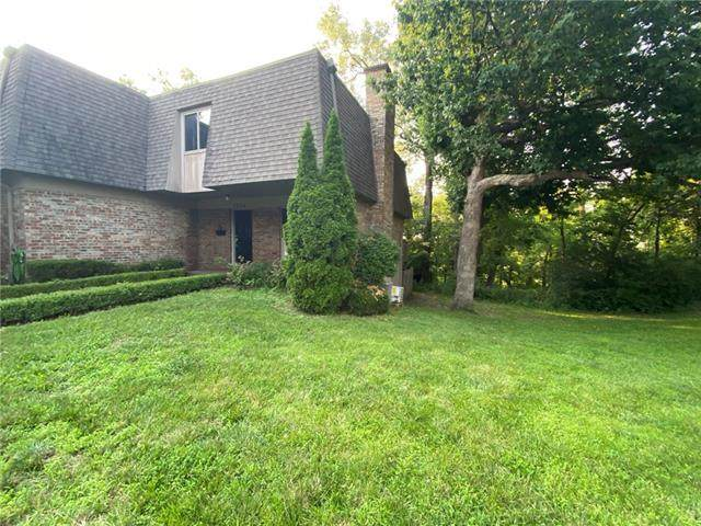 1734 E 97th Street, Kansas City, MO 64131 (#2334017) :: Five-Star Homes