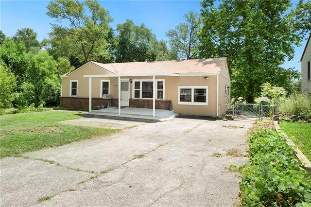 6139 Rowland Avenue, Kansas City, KS 66104 (#2334137) :: The Kedish Group at Keller Williams Realty