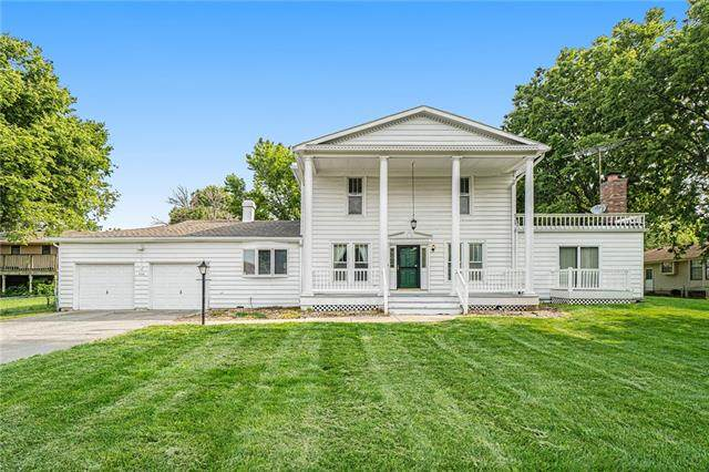436 SW Sunset Drive, Lee's Summit, MO 64081 (#2334152) :: Edie Waters Network