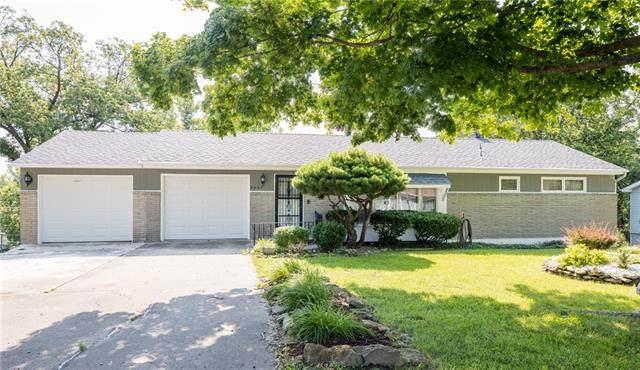 6009 N Lenox Avenue, Kansas City, MO 64151 (#2334329) :: Audra Heller and Associates