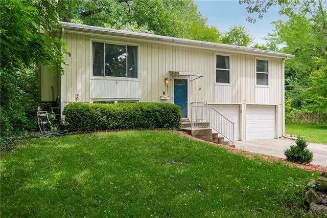 8901 Gillette Street, Lenexa, KS 66215 (#2334442) :: Audra Heller and Associates