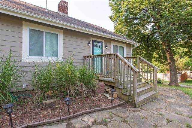 116 Grove Avenue, Bonner Springs, KS 66012 (#2334611) :: Austin Home Team