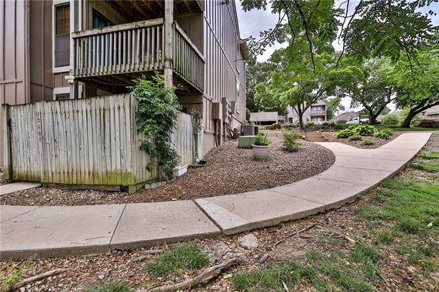 12608 110 Terrace, Overland Park, KS 66210 (#2334635) :: Audra Heller and Associates