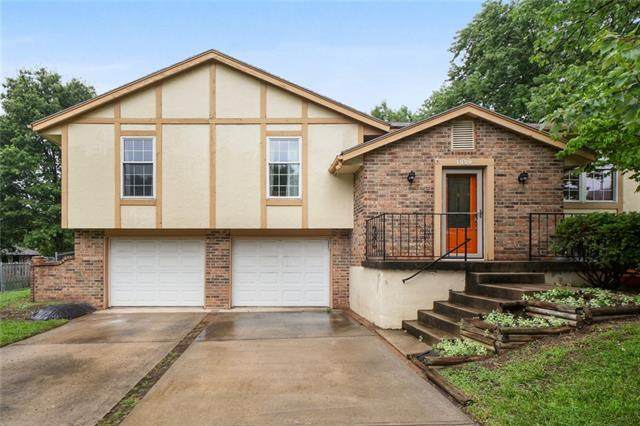 1009 SW Pinto Lane, Blue Springs, MO 64015 (#2334640) :: Ask Cathy Marketing Group, LLC
