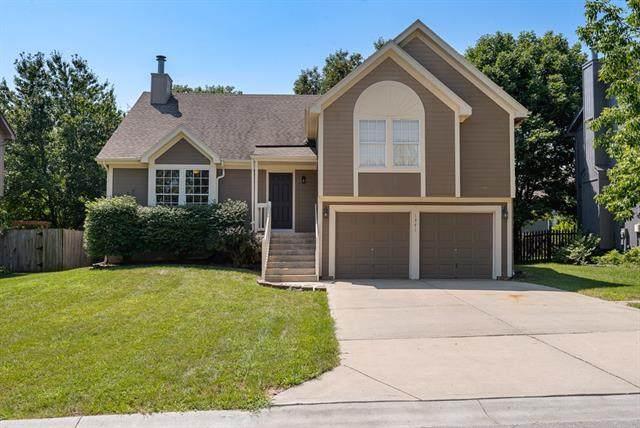 1371 E 155th Street, Olathe, KS 66062 (#2334659) :: Tradition Home Group | Compass Realty Group