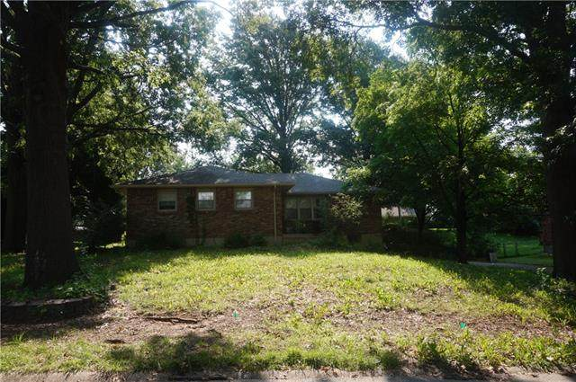 7501 N Central Street, Gladstone, MO 64118 (MLS #2334792) :: Stone & Story Real Estate Group