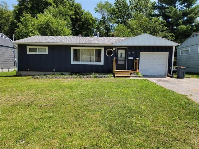 10729 Cambridge Avenue, Kansas City, MO 64134 (#2334836) :: Dani Beyer Real Estate