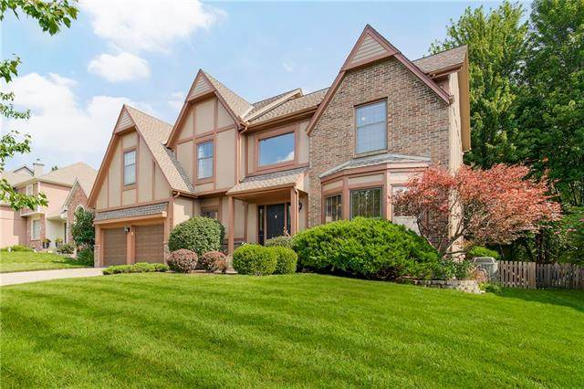 9122 W 131st Place, Overland Park, KS 66213 (#2334867) :: The Rucker Group
