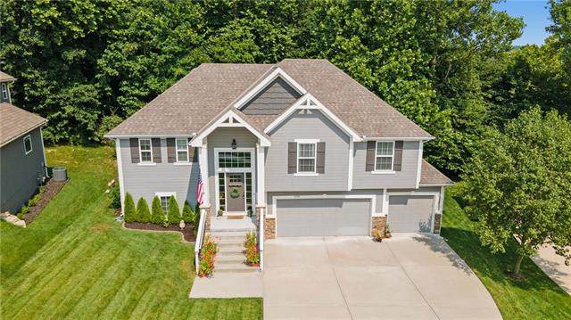 5770 NW Michael's Cove, Parkville, MO 64152 (#2334900) :: Edie Waters Network