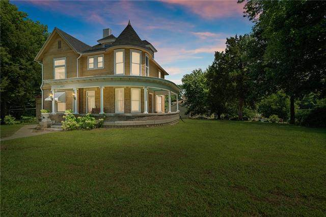 417 S Broadway Street, Leavenworth, KS 66048 (#2335009) :: Tradition Home Group | Better Homes and Gardens Kansas City