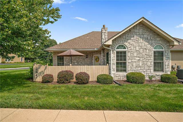 13941 Kenneth Court, Leawood, KS 66224 (#2335094) :: The Kedish Group at Keller Williams Realty