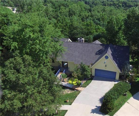 7815 N Adrian Avenue, Kansas City, MO 64151 (#2335259) :: Dani Beyer Real Estate