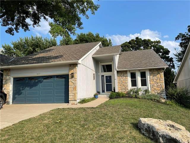 607 NE Pinehurst Street, Lee's Summit, MO 64064 (#2335302) :: Austin Home Team