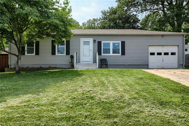 1300 N Viking Drive, Independence, MO 64056 (#2335308) :: The Rucker Group