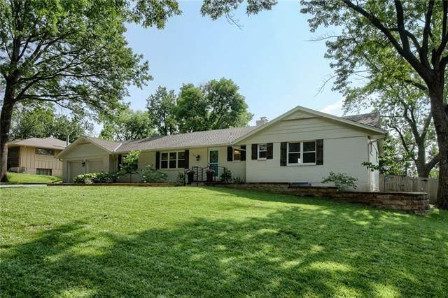 9841 Overbrook Court, Leawood, KS 66206 (#2335436) :: Team Real Estate