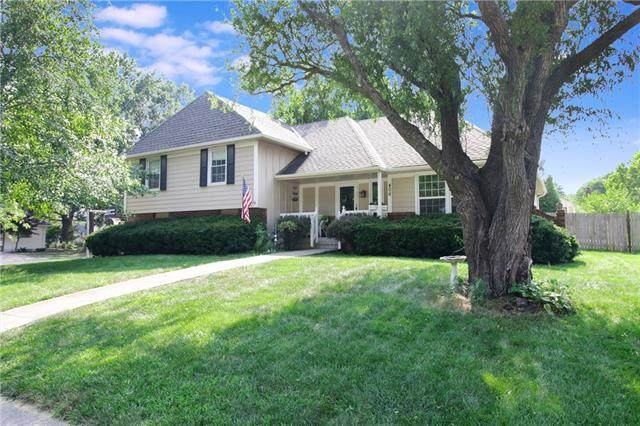 406 SE Brentwood Drive, Lee's Summit, MO 64063 (#2335527) :: The Shannon Lyon Group - ReeceNichols