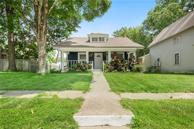 112 S Campbell Street, Pleasant Hill, MO 64080 (#2335670) :: The Shannon Lyon Group - ReeceNichols