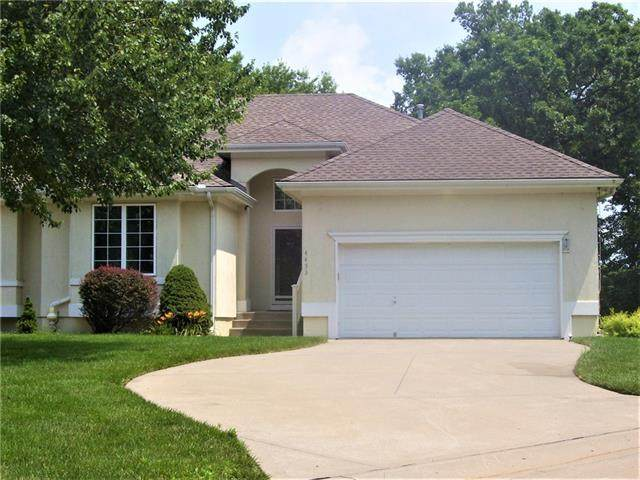 4453 S Davidson Drive, Independence, MO 64055 (#2335702) :: Austin Home Team