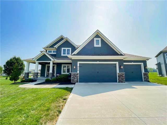 9024 SW 1st Street, Blue Springs, MO 64064 (#2335775) :: Team Real Estate