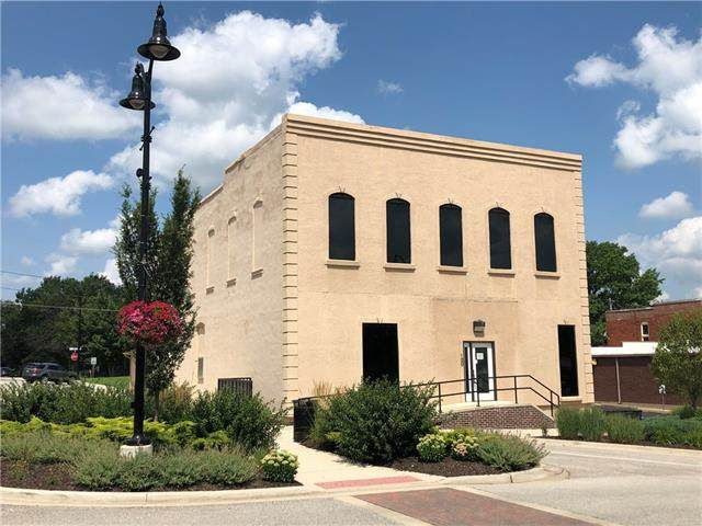 120 S Broadway Street, Louisburg, KS 66053 (MLS #2335792) :: Stone & Story Real Estate Group