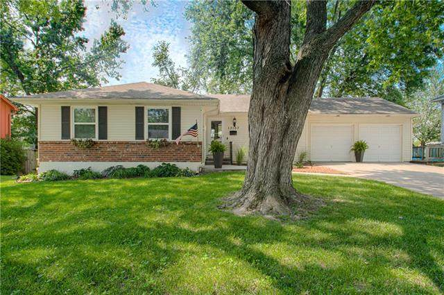 13107 E 45th Terrace, Independence, MO 64055 (#2335797) :: Team Real Estate