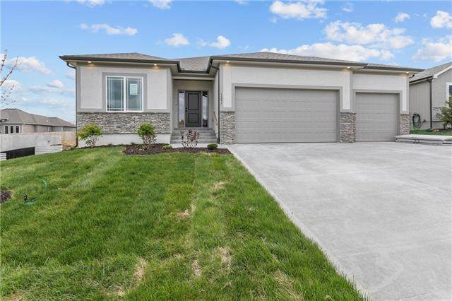 2309 NW Megan Drive, Grain Valley, MO 64029 (#2335850) :: Tradition Home Group | Compass Realty Group