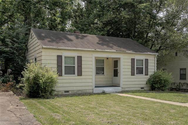 1217 NE 43rd Street, Kansas City, MO 64116 (#2335922) :: Eric Craig Real Estate Team