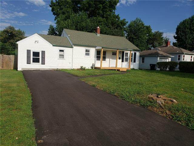 2311 S Cedar Avenue, Independence, MO 64052 (#2336007) :: Team Real Estate