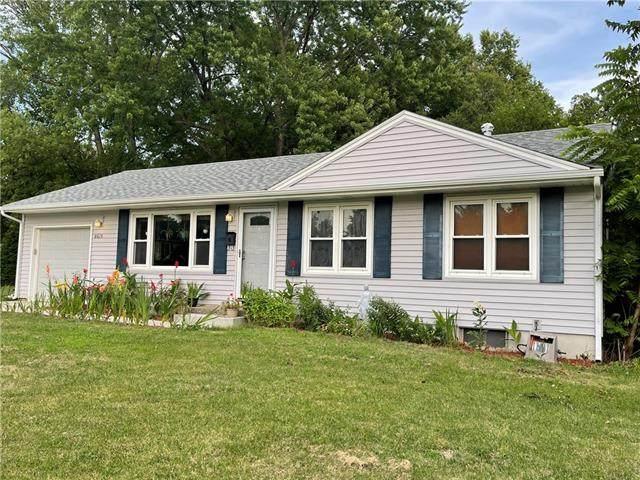 8615 W 69th Terrace, Overland Park, KS 66204 (#2336032) :: Austin Home Team
