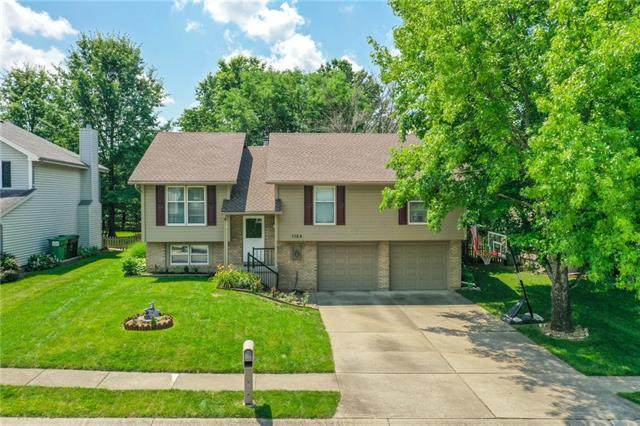 1124 SW Brook Court, Blue Springs, MO 64015 (#2336221) :: Team Real Estate
