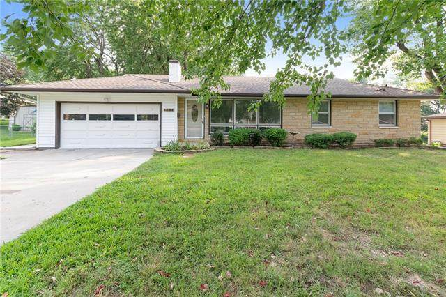 205 NW 73rd Terrace, Gladstone, MO 64118 (#2336243) :: The Rucker Group