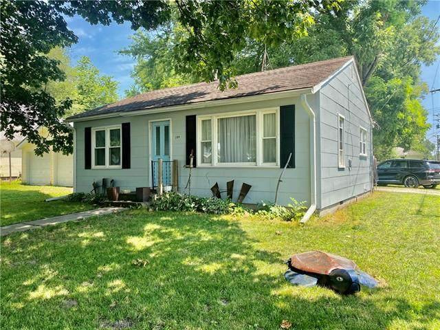 302 3rd Street, Hardin, MO 64035 (MLS #2336305) :: Stone & Story Real Estate Group