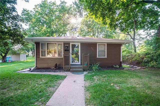 2228 N 2nd Street, St Joseph, MO 64505 (#2336331) :: Eric Craig Real Estate Team
