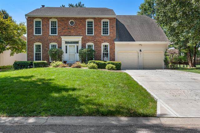 15317 W 88th Terrace, Lenexa, KS 66219 (#2336381) :: SEEK Real Estate