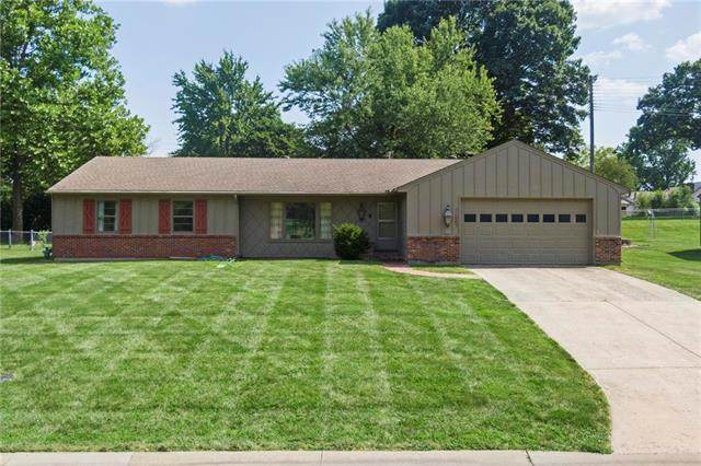 11003 W 50th Terrace, Shawnee, KS 66203 (#2336408) :: Tradition Home Group   Better Homes and Gardens Kansas City