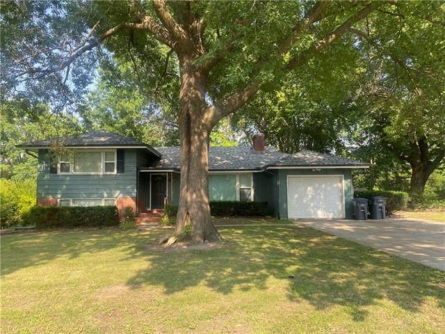 704 Madison Street, Pleasant Hill, MO 64030 (#2336467) :: Five-Star Homes