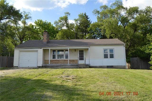 8810 Hiawatha Road, Kansas City, MO 64114 (#2336471) :: Tradition Home Group | Compass Realty Group