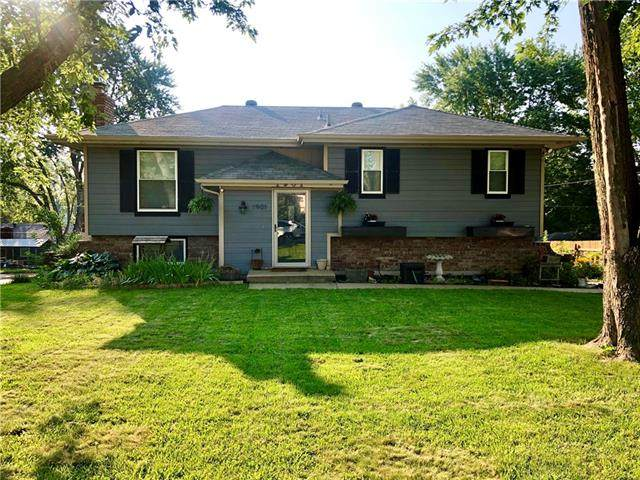 1901 N Salem Drive, Independence, MO 64058 (#2336632) :: The Rucker Group