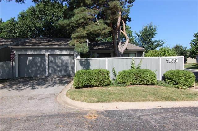 12019 W 82nd Terrace, Lenexa, KS 66215 (#2336804) :: SEEK Real Estate