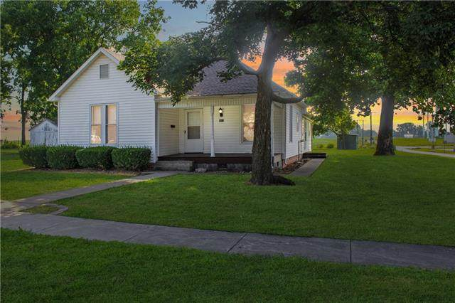 1411 N Lipper Avenue, Higginsville, MO 64037 (#2336923) :: Dani Beyer Real Estate