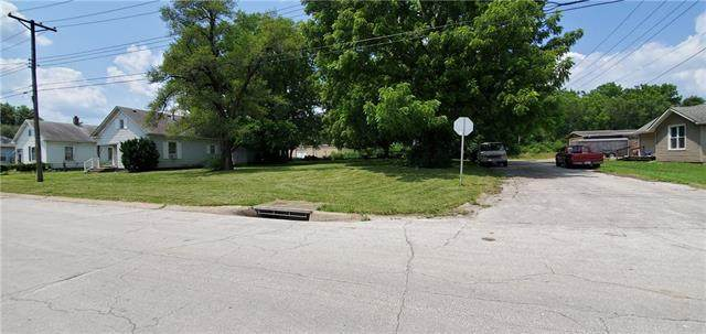 12902 7th Street, Grandview, MO 64030 (#2336978) :: The Rucker Group