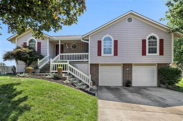 816 SW Brentwood Street, Blue Springs, MO 64015 (#2337046) :: Tradition Home Group | Better Homes and Gardens Kansas City