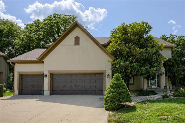 304 NE Oaks Ridge Drive, Lee's Summit, MO 64064 (#2337077) :: SEEK Real Estate