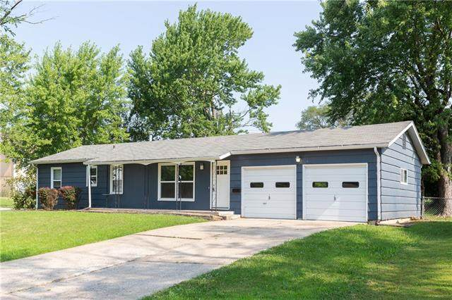 13154 Sycamore Avenue, Grandview, MO 64030 (#2337082) :: The Rucker Group