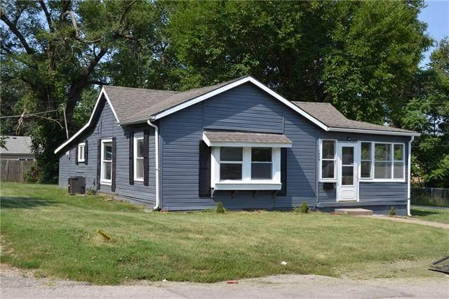 1928 E 81st Terrace E, Kansas City, MO 64132 (#2337124) :: Ron Henderson & Associates