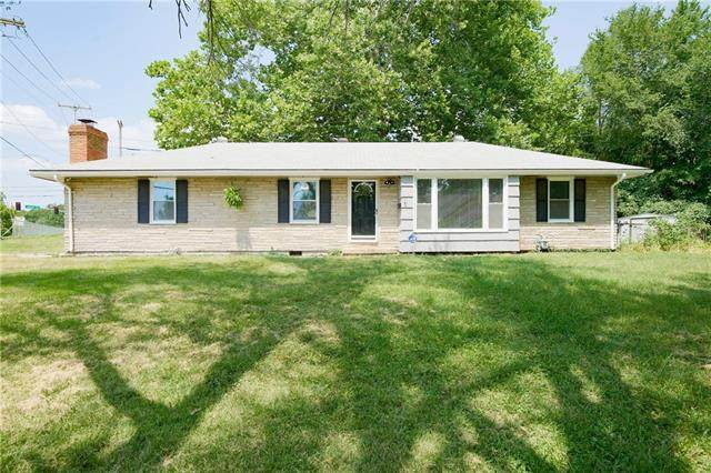 10214 Bellaire Avenue, Kansas City, MO 64134 (#2337130) :: The Rucker Group