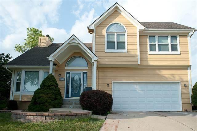 1204 NE Golden Court, Lee's Summit, MO 64064 (#2337159) :: SEEK Real Estate