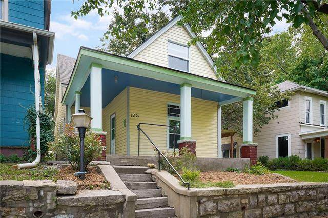 1221 W 20th Terrace, Kansas City, MO 64108 (#2337224) :: The Rucker Group