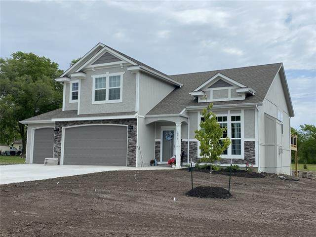 15654 Lakeside Drive, Basehor, KS 66007 (#2337414) :: Audra Heller and Associates